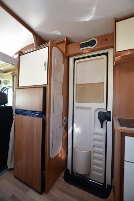tudela-caravaning-kayak5-interior frigo